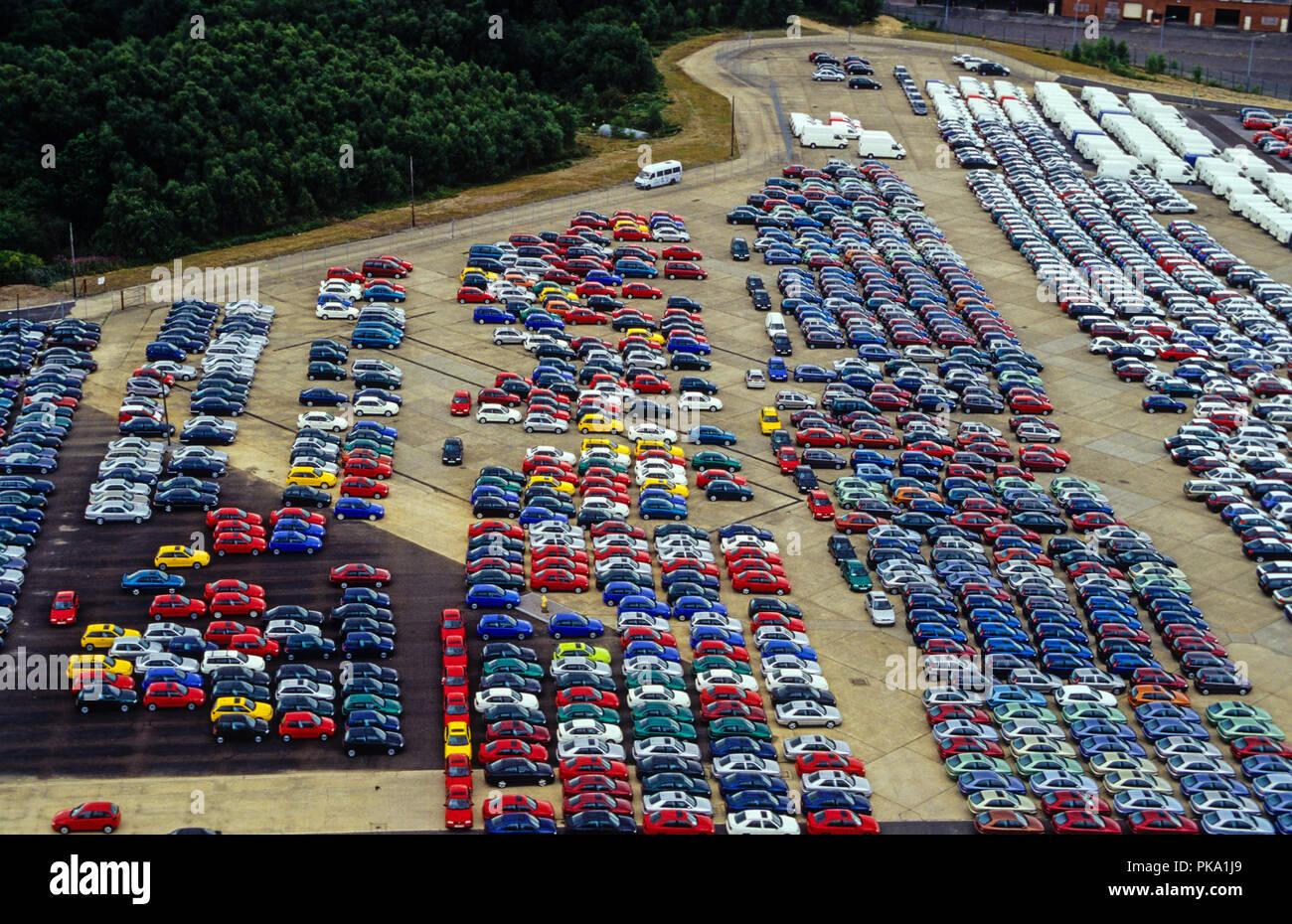 Luftaufnahme, Auto Lagerung, Neue greenham Park, Greenham Common, Newbury, Berkshire, England, UK, GB. Stockbild
