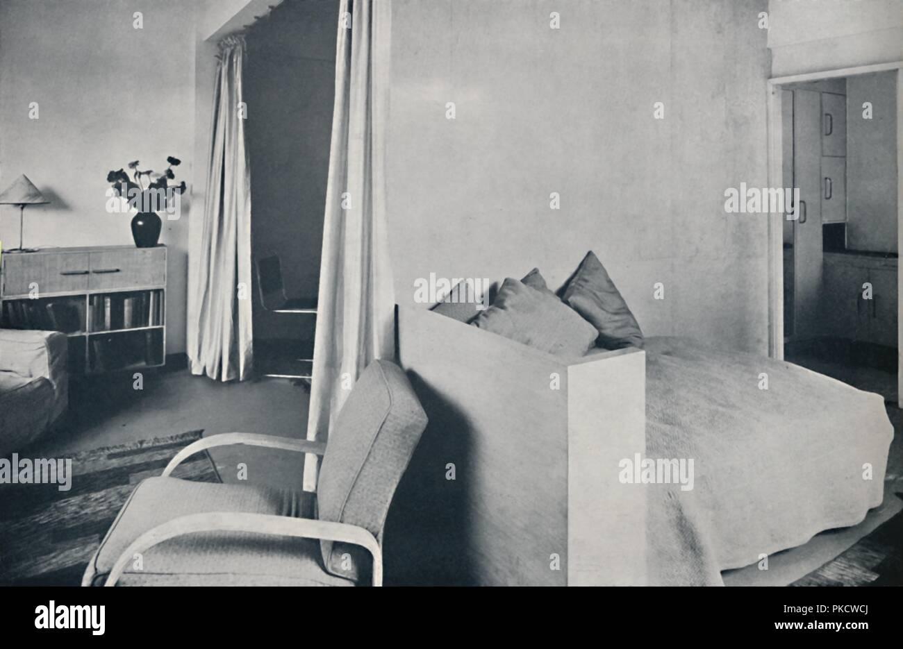 Ein studio wohnzimmer in einem der isokon rasen straße wohnungen
