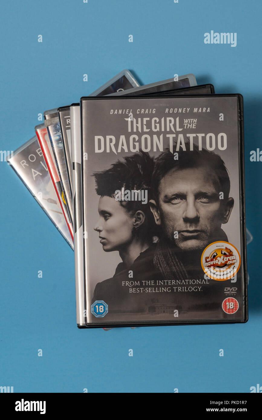 DVD Film Das Mädchen mit dem Dragon Tattoo in einem Fall mit Kunstwerken. Stockbild