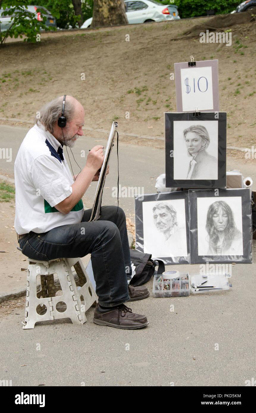New York City, USA - Mai 05, 2015: Ein Künstler Verfasser Zeichnung Portraits in Central Park in Manhattan Stockbild