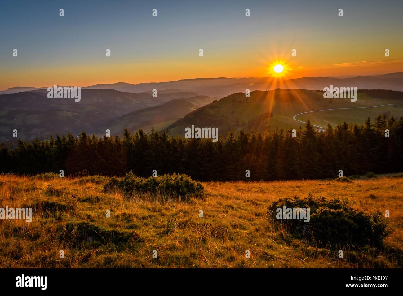 Sonnenaufgang in den Alpen Stockbild