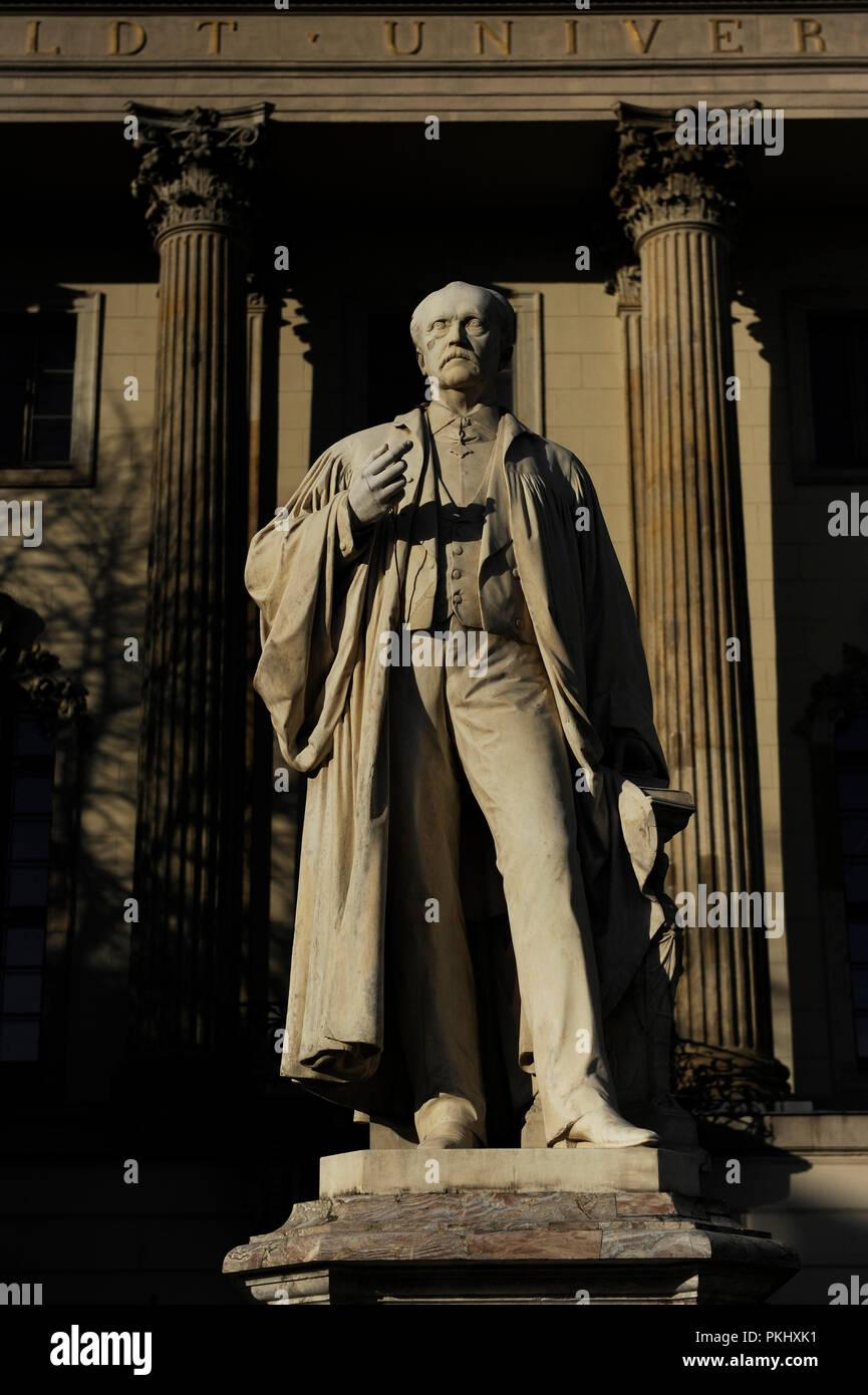 Hermann-von-Helmholtz (Potsdam, 1821 - Charlottenburg, 1894). Deutsche Wissenschaftler und Philosoph. Statue des Bildhauers Ernst Herter, an der Humboldt Universität. Berlin. Deutschland. Stockbild