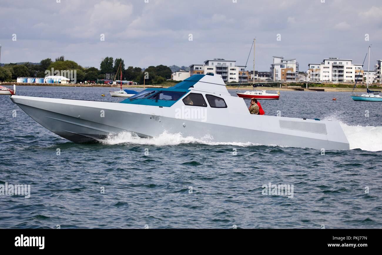 Special Boat Service Prototyp stealth Schiff in den Hafen