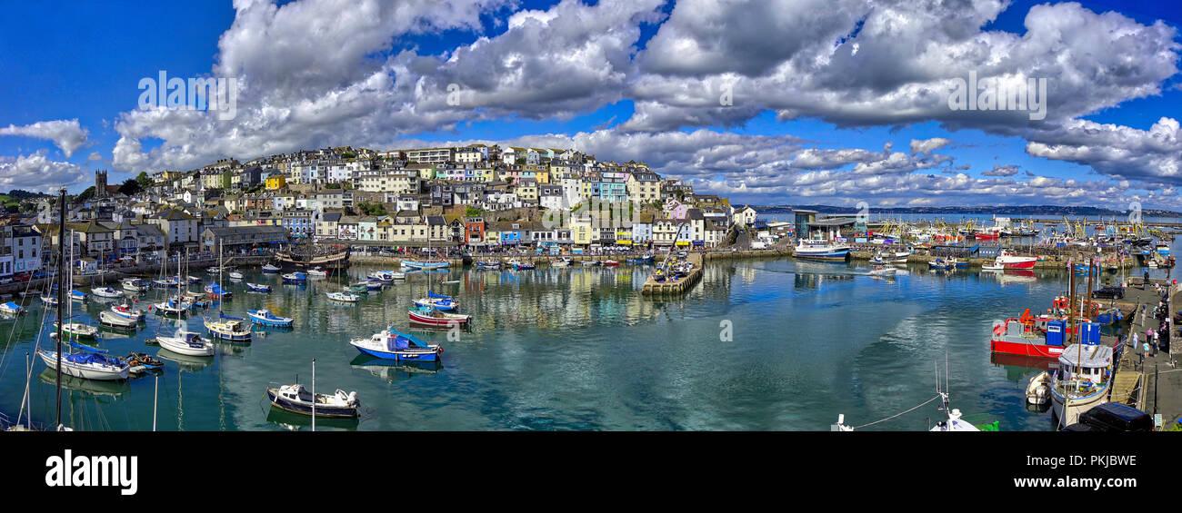 De - Devon: Panoramablick auf den Hafen von Brixham und die Stadt (HDR-Bild) Stockbild