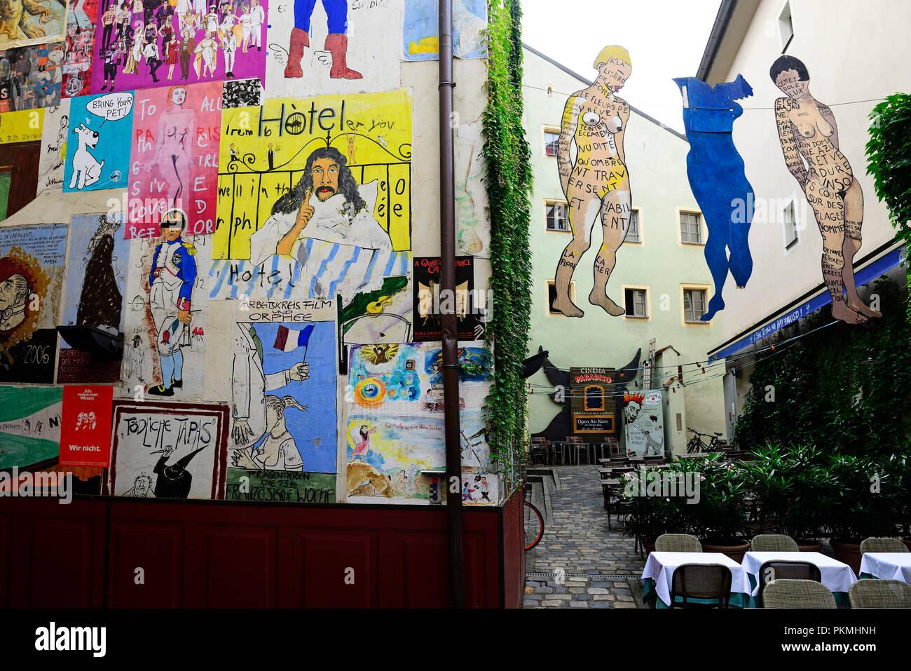 Reklametafeln Im Hinterhof Des Cafe Orphee Regensburg