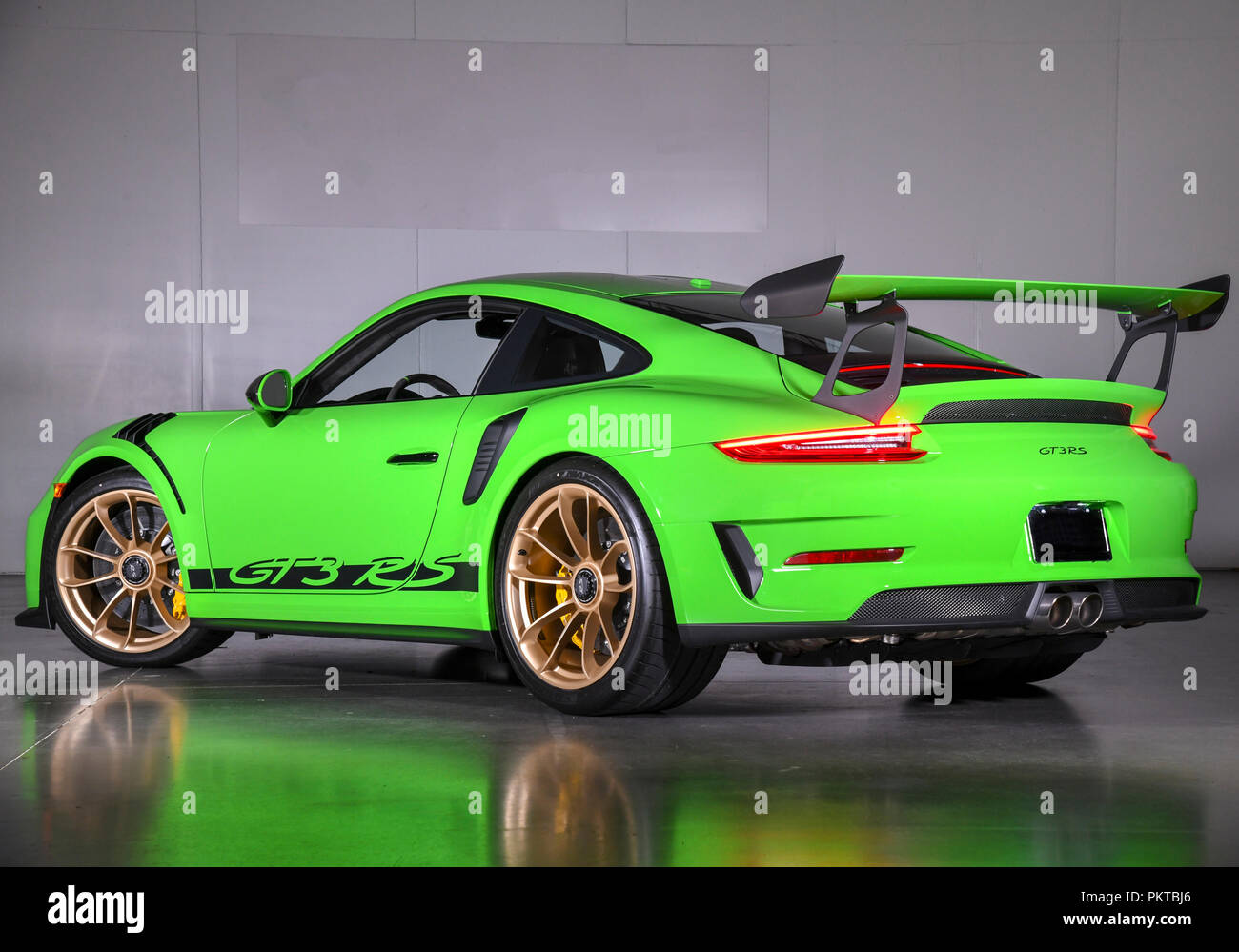 sept 15 2018 2019 porsche 911 gt3 rs ist mit einem 4 0. Black Bedroom Furniture Sets. Home Design Ideas