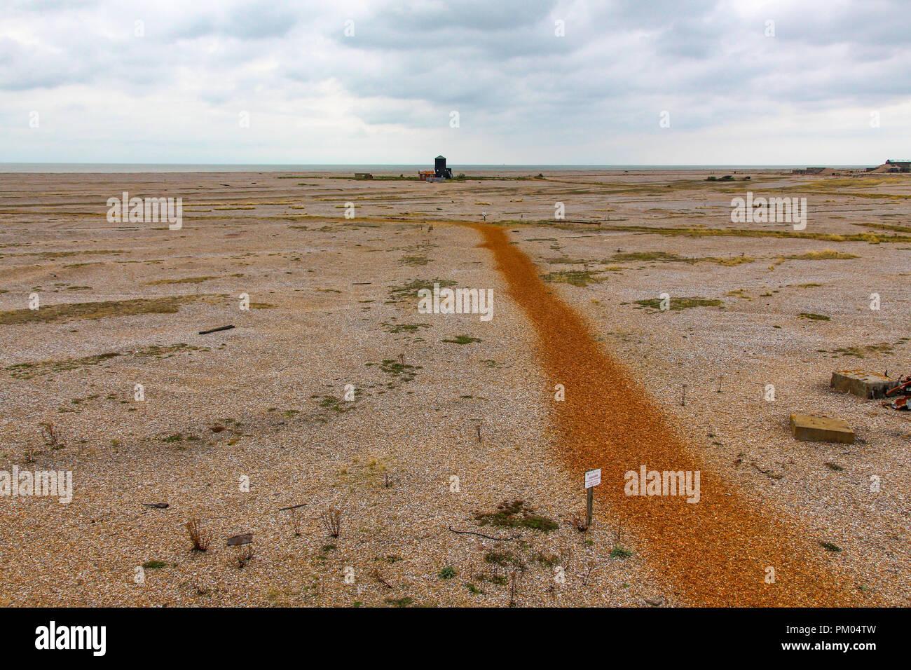 Mit Blick auf die schwarzen Rundumleuchte auf Orford Ness, Suffolk, England. Von der Bombe Ballistik Gebäude. Stockfoto