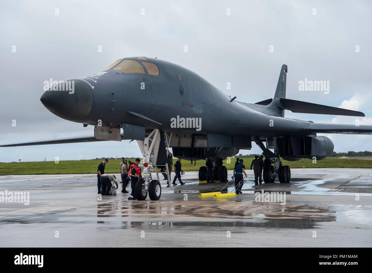 Ein US Air Force B 1 B durchläuft nach dem Flug Kontrollen