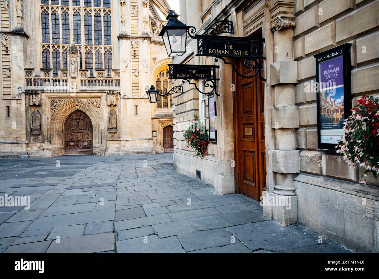 Die Abtei von Bath mit der Pumpe auch Zimmer in Aussicht genommen Stockbild