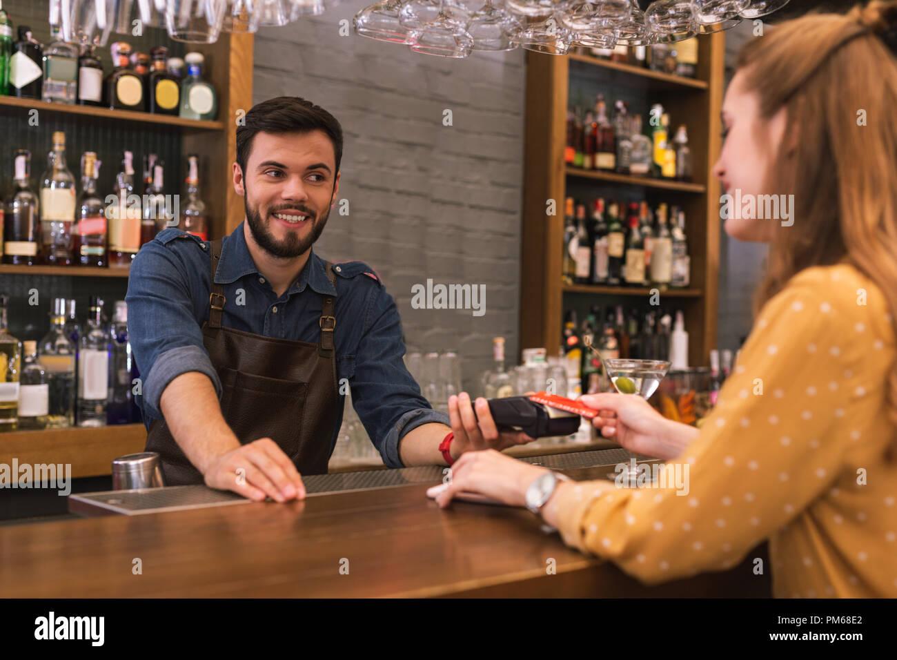Probleme mit der Datierung eines Barkeeper