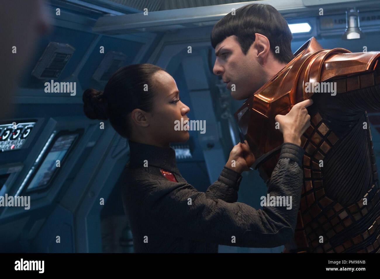 Nach rechts Zoe Saldana Links ist Uhura und Zachary Quinto Spock ...