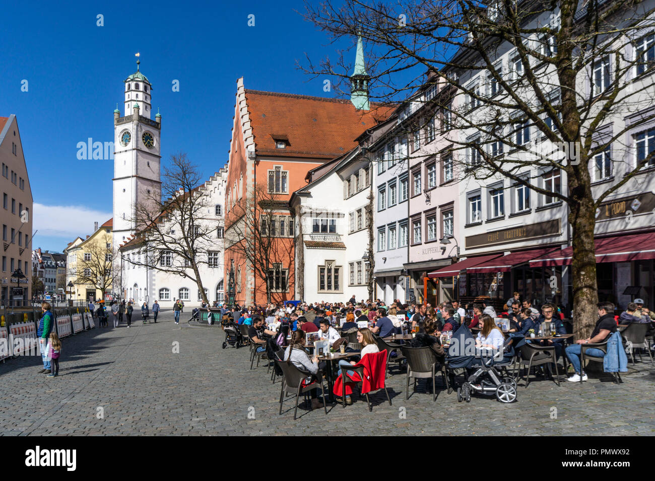 Altstadt von Ravensburg, Blaserturm, Waaghaus, Rathaus, Strassenscafes, baden-wuerttembergischen, Deutschland Stockbild