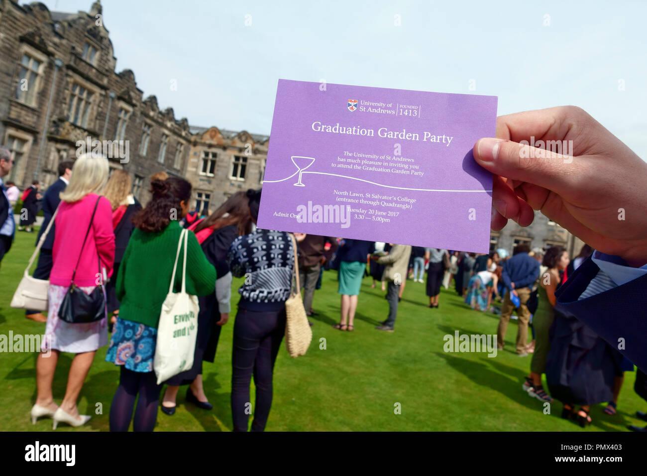 Universität St. Andrews Einladung zu den Absolvent Garden Party Stockfoto