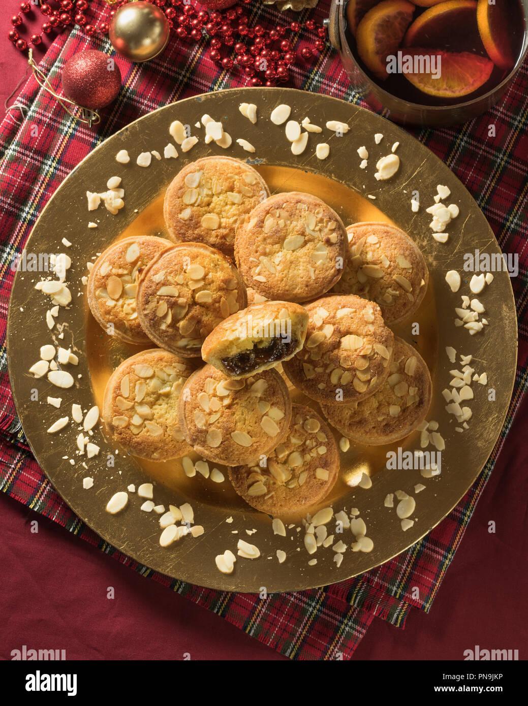 Frangipane mince pies mit Mandel- nachfüllen. Festliche essen UK Stockbild