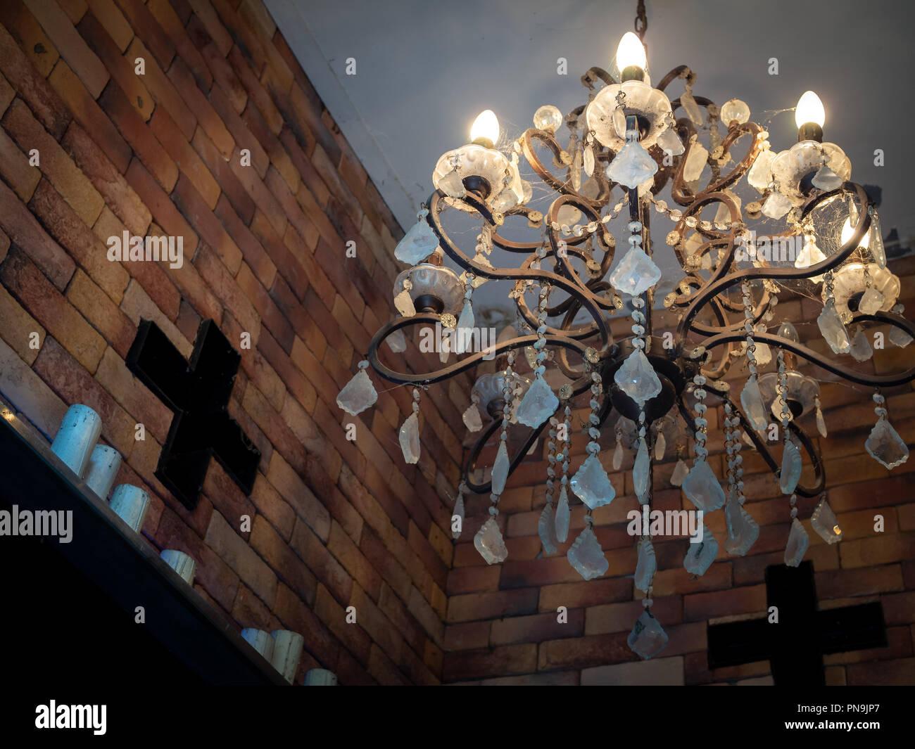 Kristall Kronleuchter Mit Schirm ~ Alte vintage kristall kronleuchter lampe mit spinnennetz an der