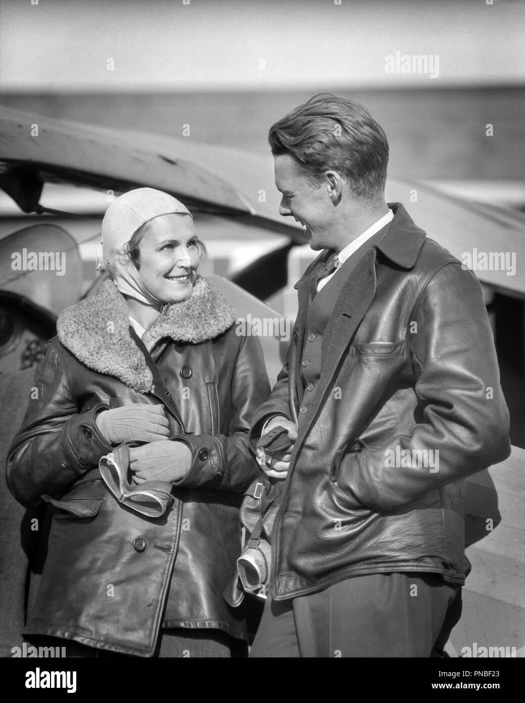 1930s PAAR TRAGEN LEDERJACKEN HOLDING SCHUTZBRILLE IM