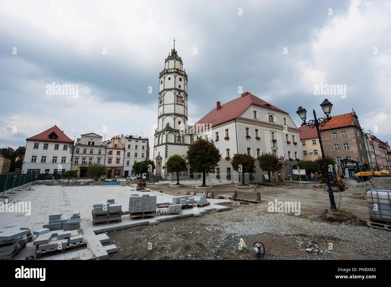 Das Rathaus von Paczkow, südwestliche Polen. Stockfoto