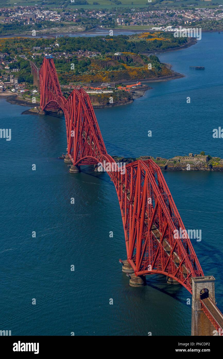 Luftaufnahme der Forth Bridge Stockfoto