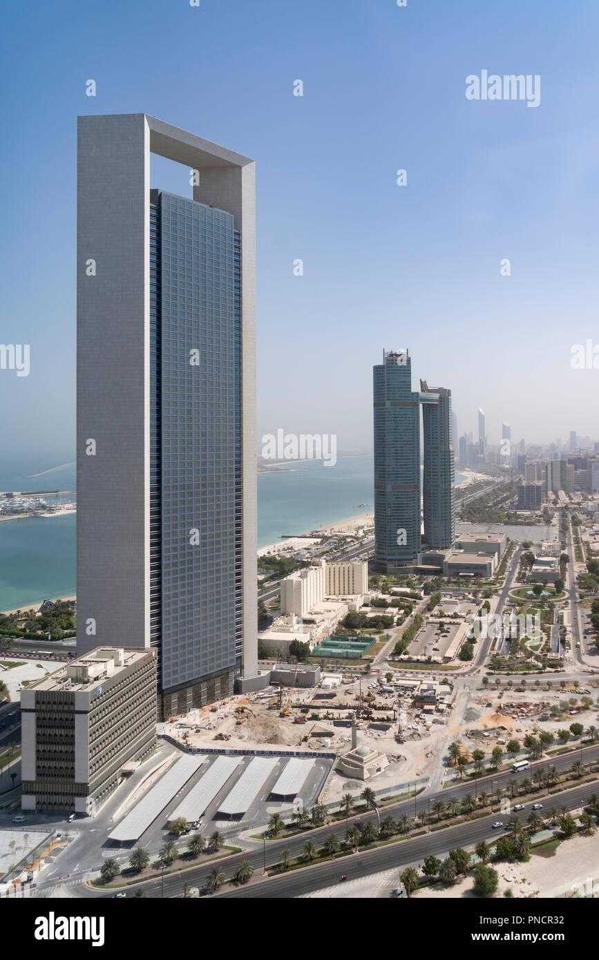 Blick auf Office Tower von ADNOC und Corniche in Abu Dhabi, VAE, Vereinigte Arabische Emirate, Stockbild
