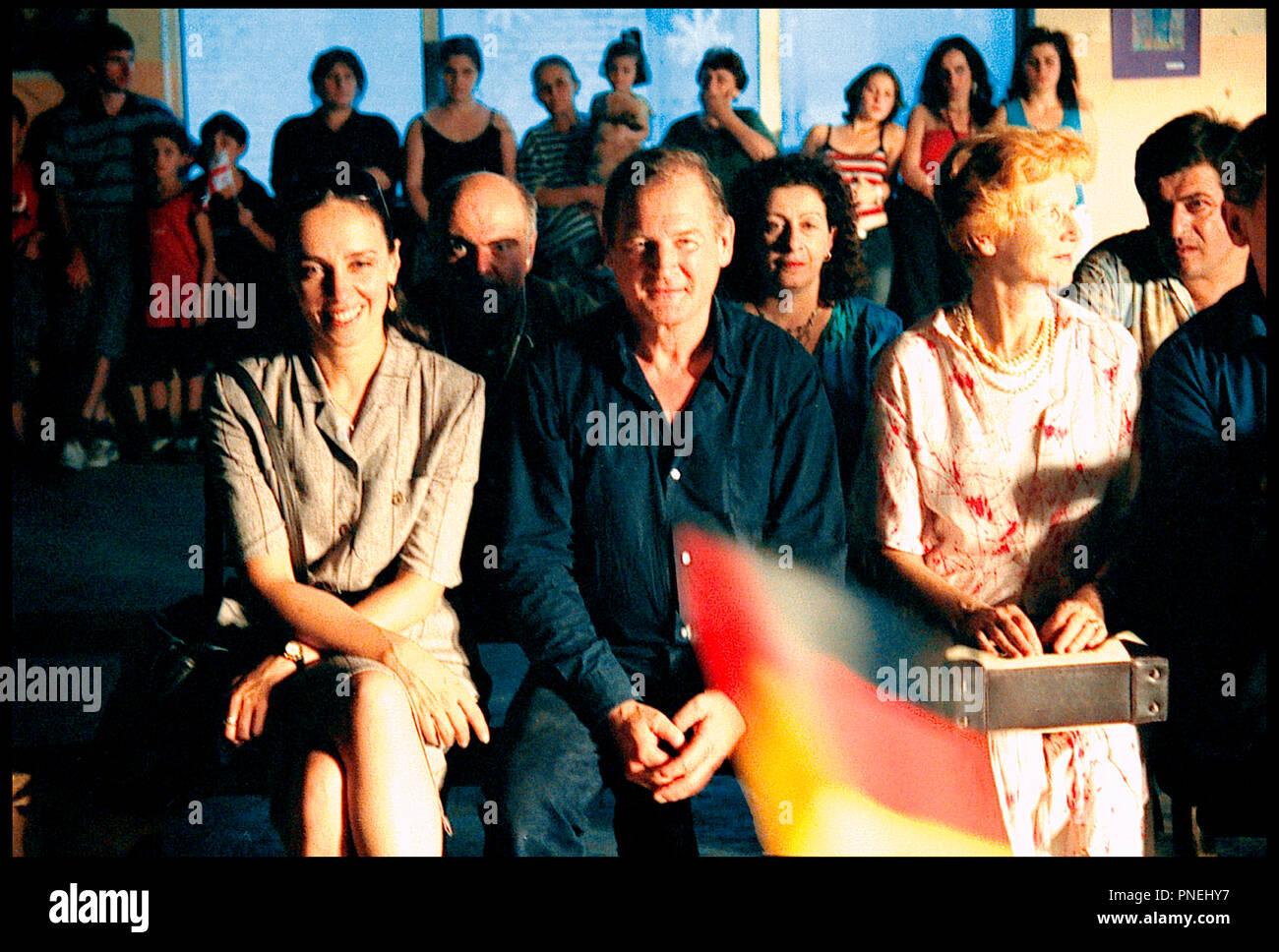 Prod DB © Tatfilm - Sanguko Films/DR L'HOMME DE L'AMBASSADE (DER MANN VON DER BOTSCHAFT) de Dito Tsintsadze 2006 ALLE. avec Marika Giorgobiani et Burghart Klaussner autre Titre: Der Mann von der Botschaft (USA) (festival Titel) Stockbild