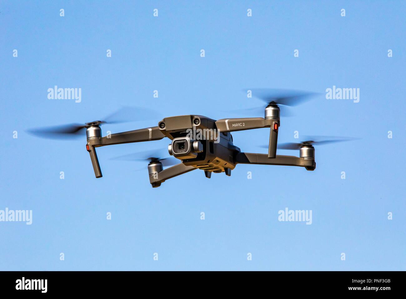 Drohne, A/V, DJI Mavic 2 PRO, Multikopter, mit 20 Megapixel Kamera von Hasselblad, Stockbild