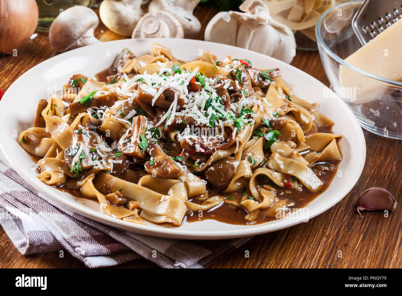 Bandnudeln mit Champignon in mushroom Gravy. Italienische Gericht Stockbild