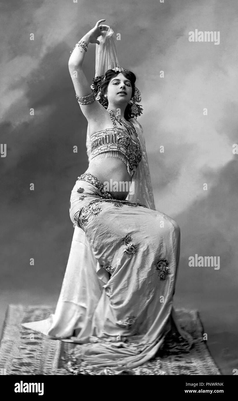 Mata Hari. Margaretha Geertruida bin argreet' MacLeod (1876-1917), der von der Bühne name Mata Hari, eine exotische Tänzerin und Kurtisane, ein Spion, der während des Ersten Weltkrieges Foto P Boyer, 1905 überführt wurde, bekannt. Stockbild