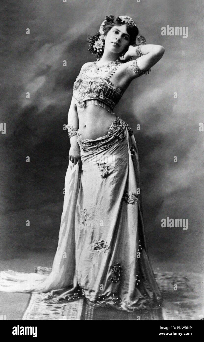 Mata Hari. Margaretha Geertruida bin argreet' MacLeod (1876-1917), der von der Bühne name Mata Hari, eine exotische Tänzerin und Kurtisane, ein Spion, der während des Ersten Weltkrieges Fotografie von S. Boyer, 1905 überführt wurde, bekannt. Stockbild