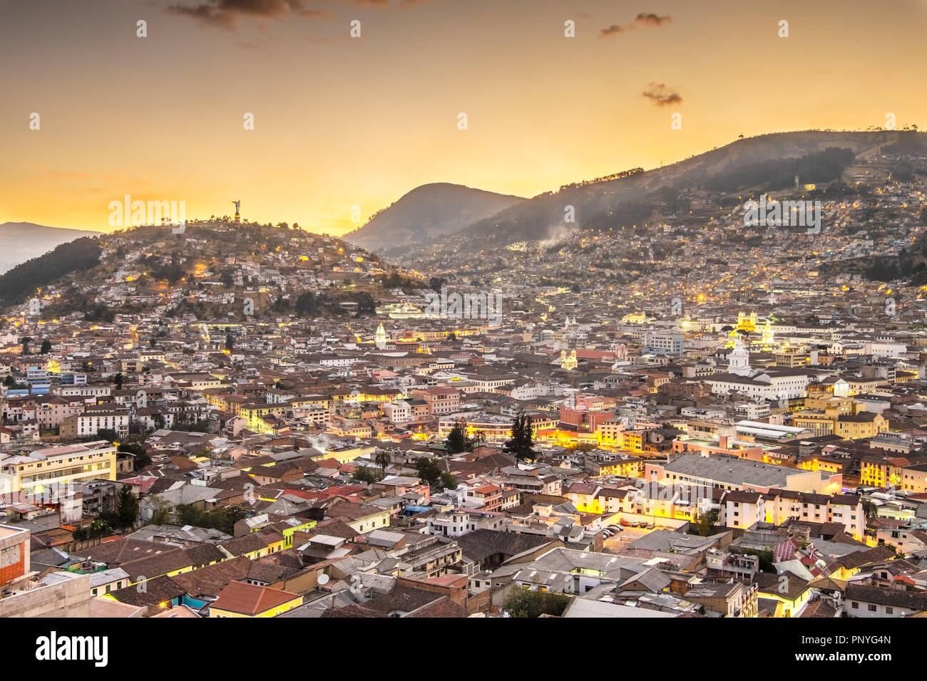 Quito, Ecuador, bei Nacht Stockbild