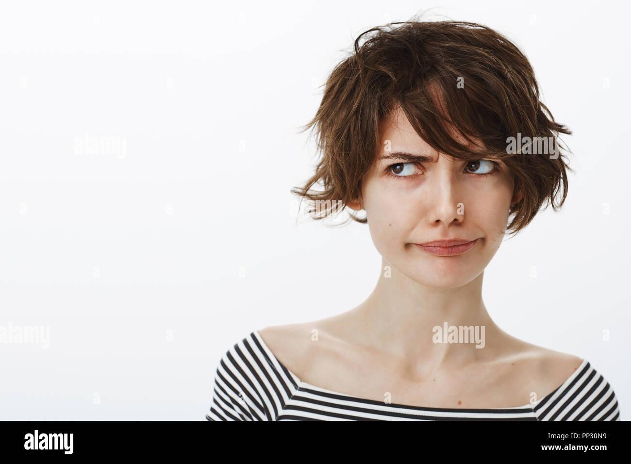 Frau Mit Haarschnitt Stockfotos Frau Mit Haarschnitt Bilder Alamy