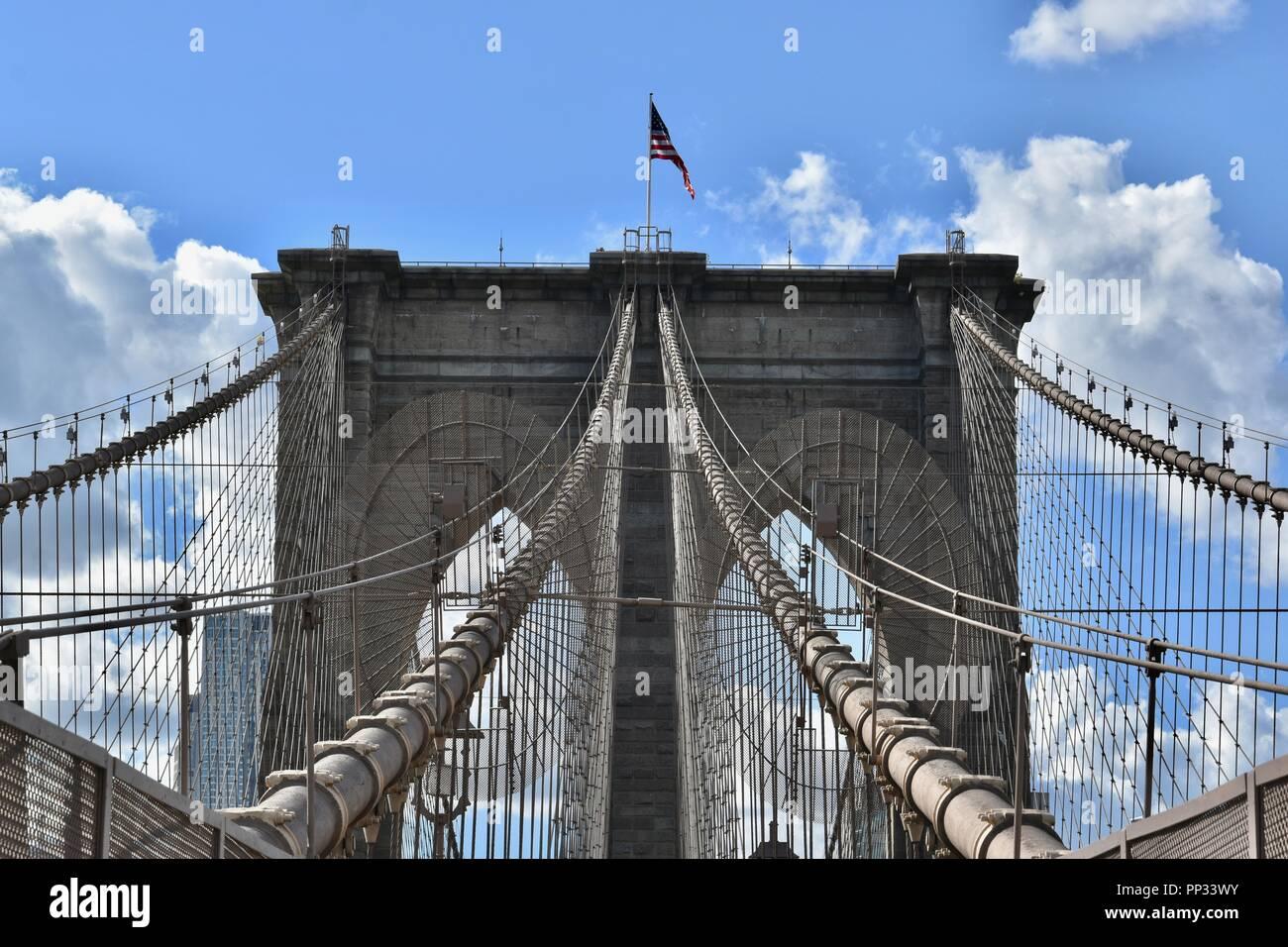 Die ikonischen Brooklyn Brücke über den East River zwischen Manhattan und Brooklyn, New York City, USA Stockfoto