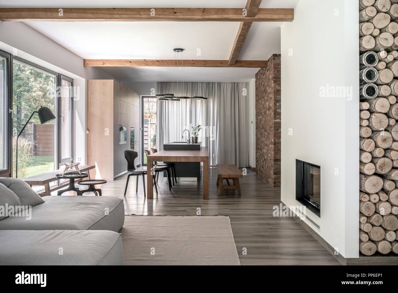 Halle Im Modernen Stil Mit Verschiedenen Wänden Und Holzbalken An