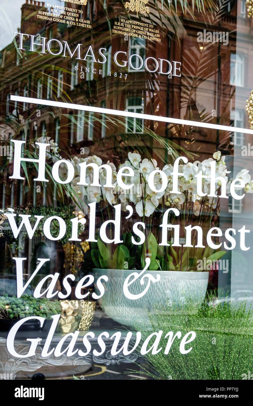 London England Vereinigtes Königreich Großbritannien West End City Westminster Mayfair Thomas Goode & und Co store Fenster luxus Porzellan Glaswaren Roya Stockbild