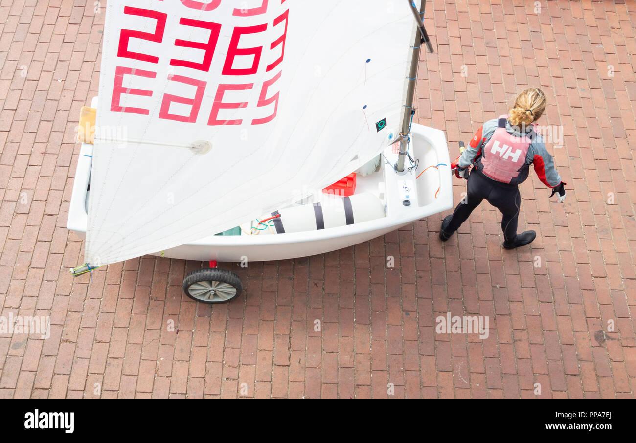 Optimist Klasse Jollen auf Kinder Wettbewerb in Spanien. Stockbild
