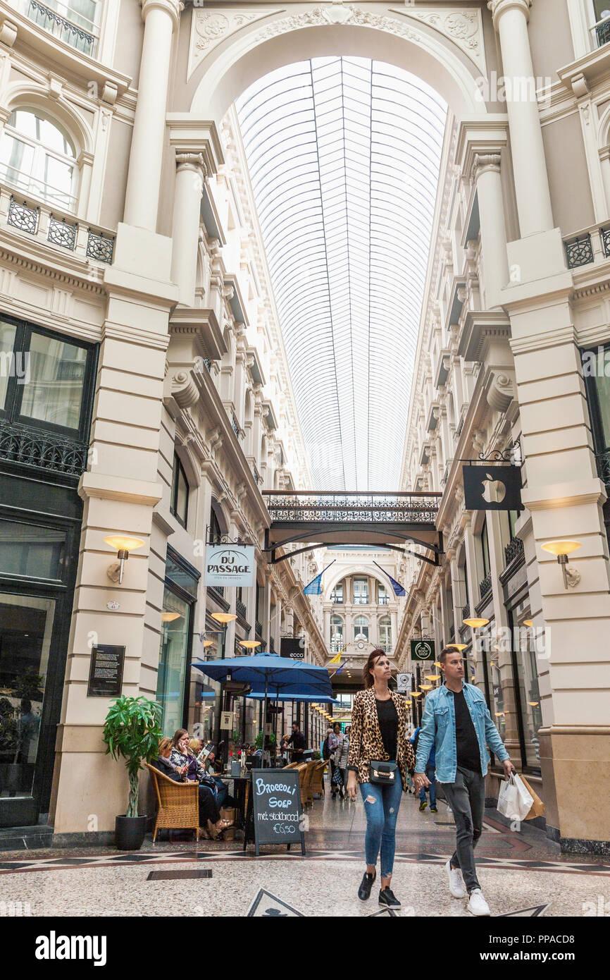 Den Haag, Niederlande - 24 August, 2018: Die Passage Einkaufsarkaden ...