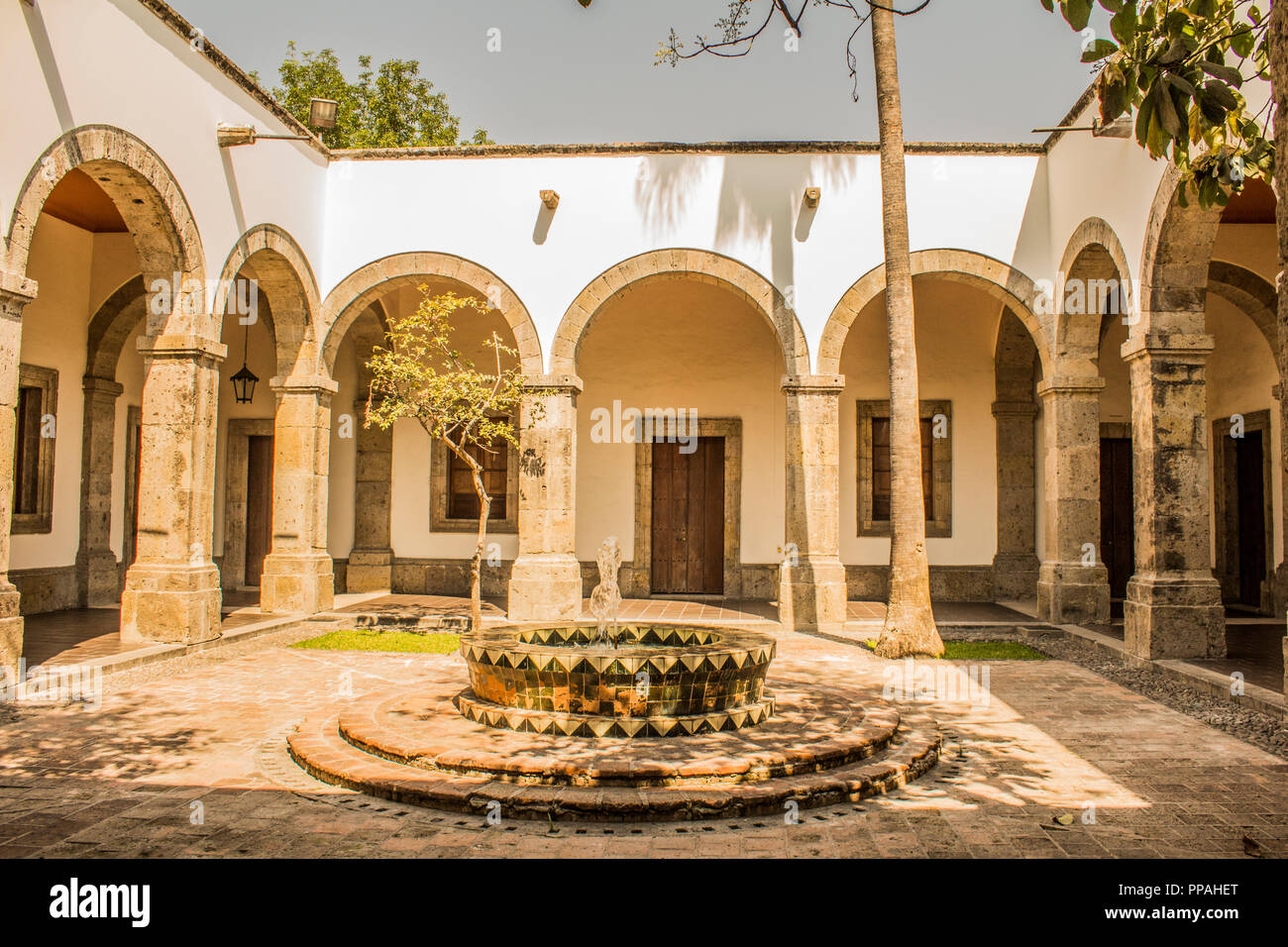 Innenhof des Cultural Cabanas in Guadalajara, Jalisco, Mexiko Stockbild