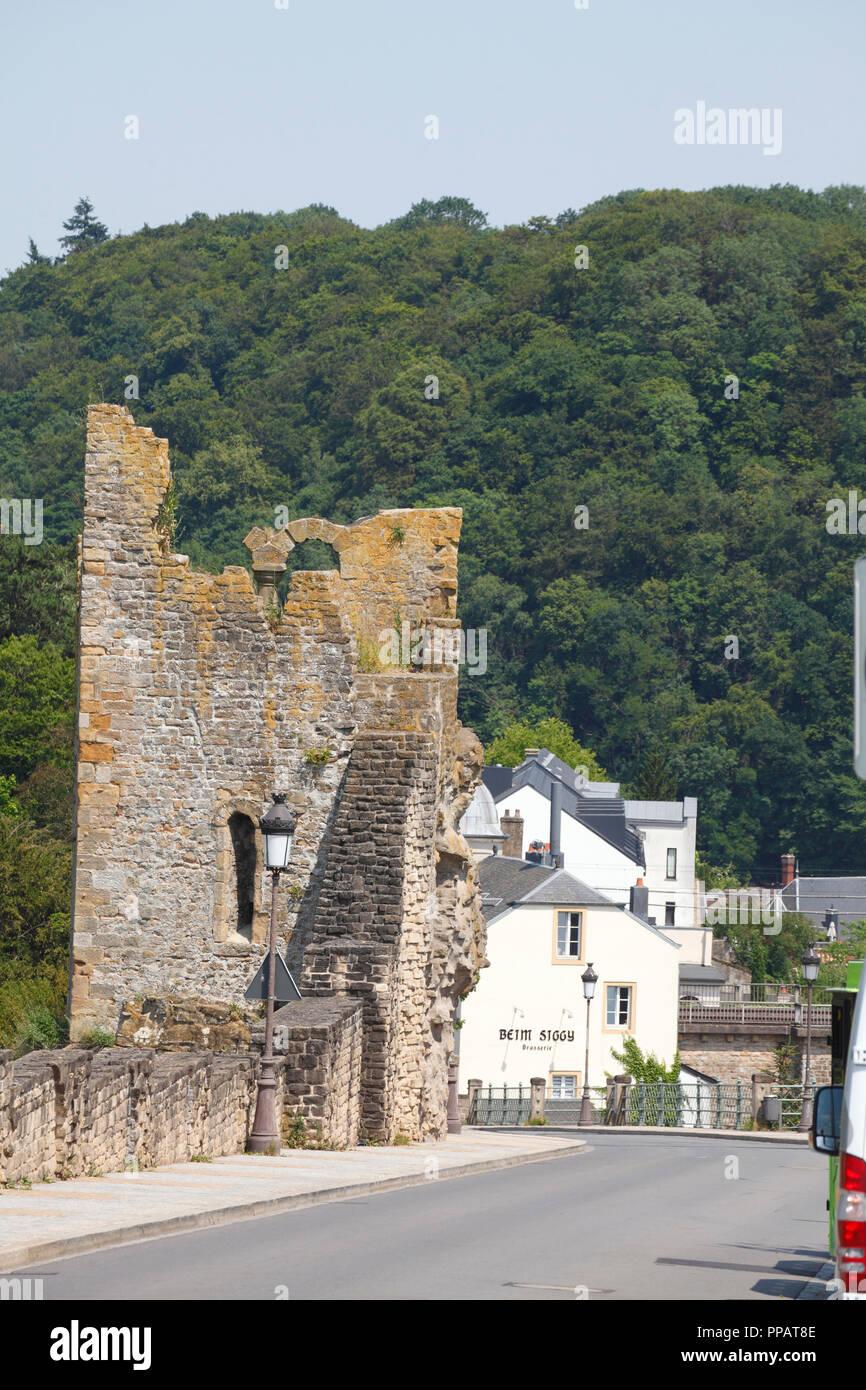 Dente Creuse - Hohler Zahn Teil der Festung auf Montée de Clausen, der Stadt Luxemburg, Luxemburg, Europa I Dente Creuse - hohler Zahn Teil der Fest Stockfoto