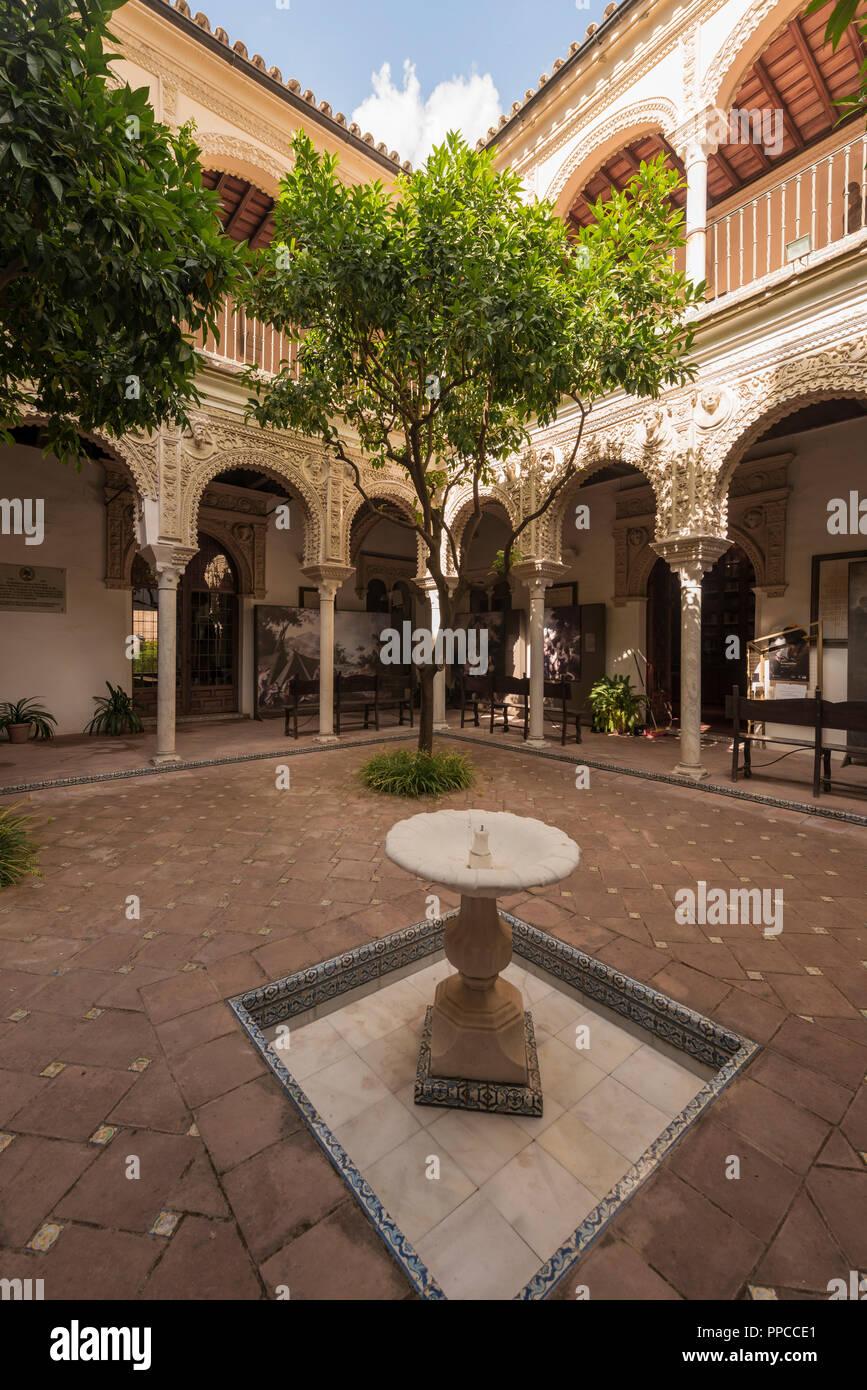 Innenhof mit Säulengang, Arabische Architektur, Casa de los Pinelo, Andalusien, Spanien Stockbild