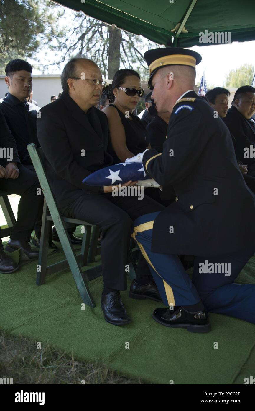 Oklahoma Army National Guard Offizier Kapitän Steven Lily Hände Weg