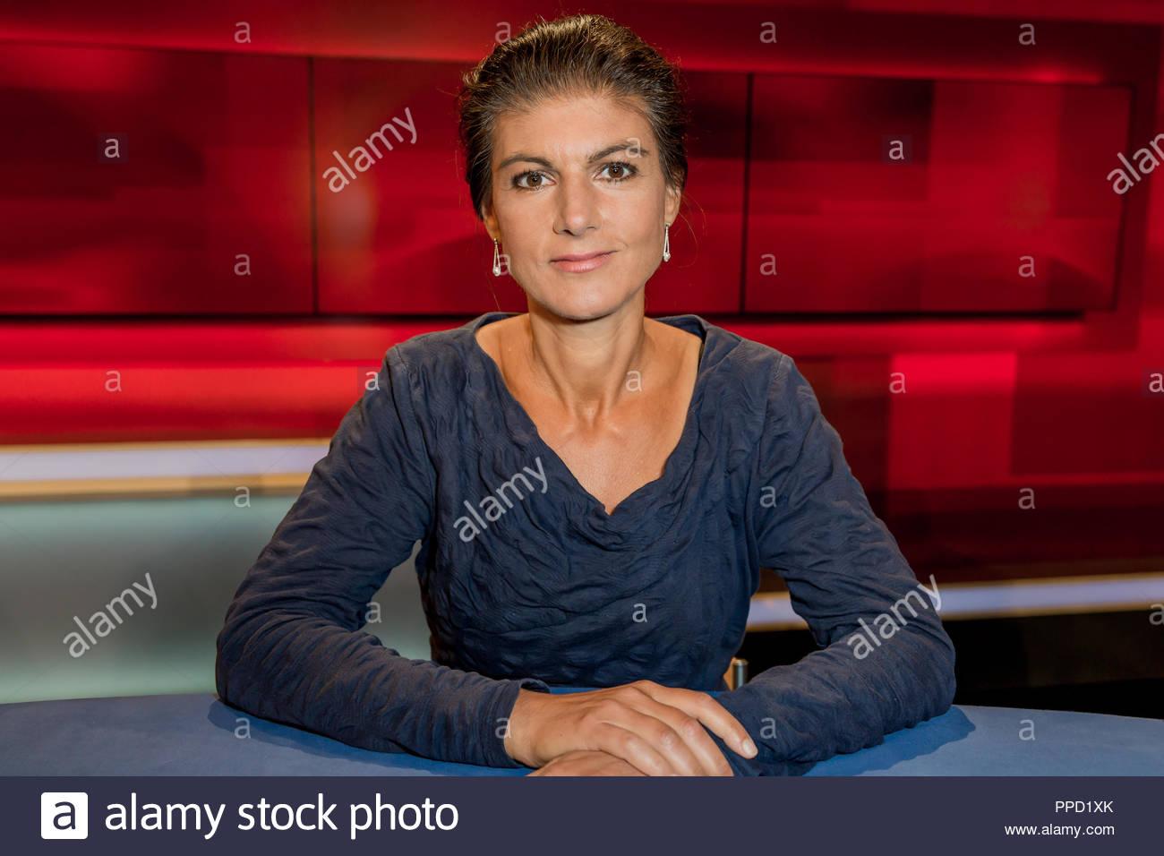 Sahra Wagenknecht, Fraktionsvorsitzende der Partei Die Linke im Studio bei Hart aber fair im Studio Adlershof in Berlin sterben. Portrait der Politikerin. Stockbild