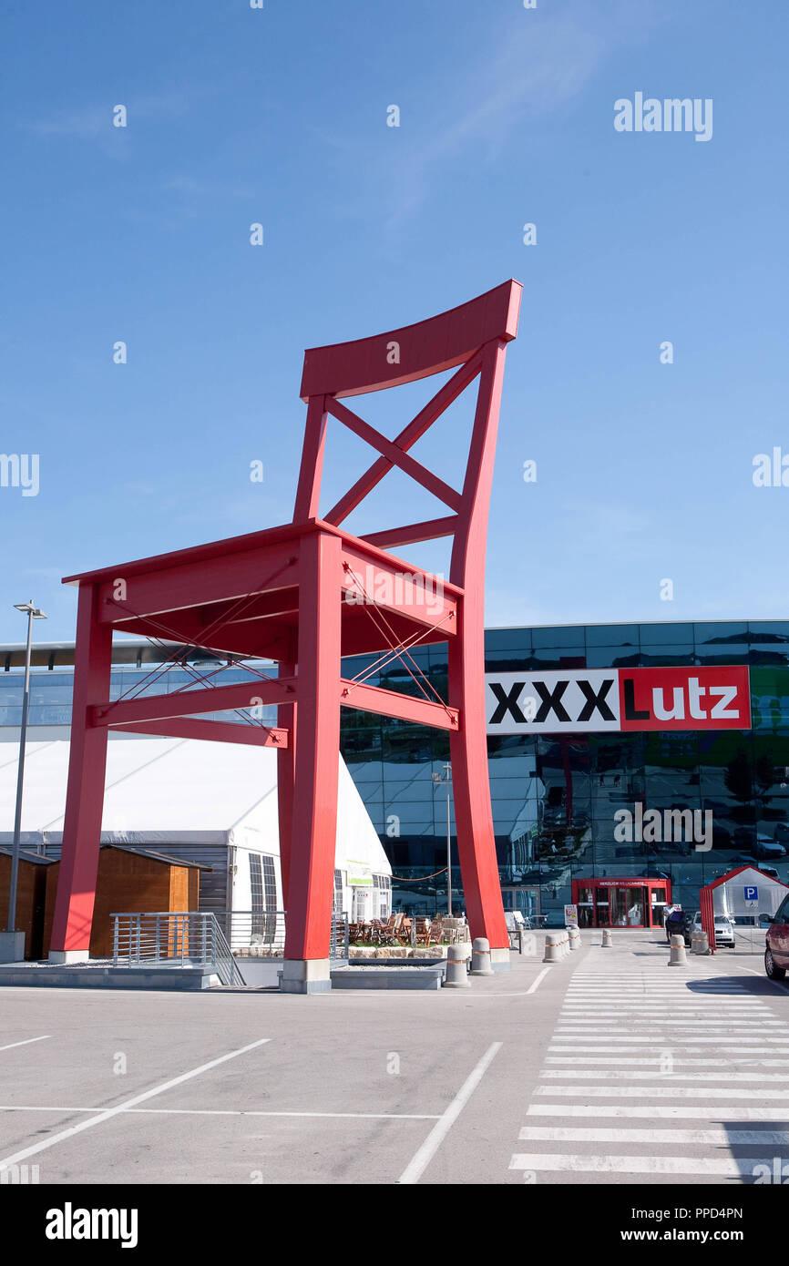 München Die Möbelhaus Xxxlutz In Das Aschheim Ist Bei Werbung Mit