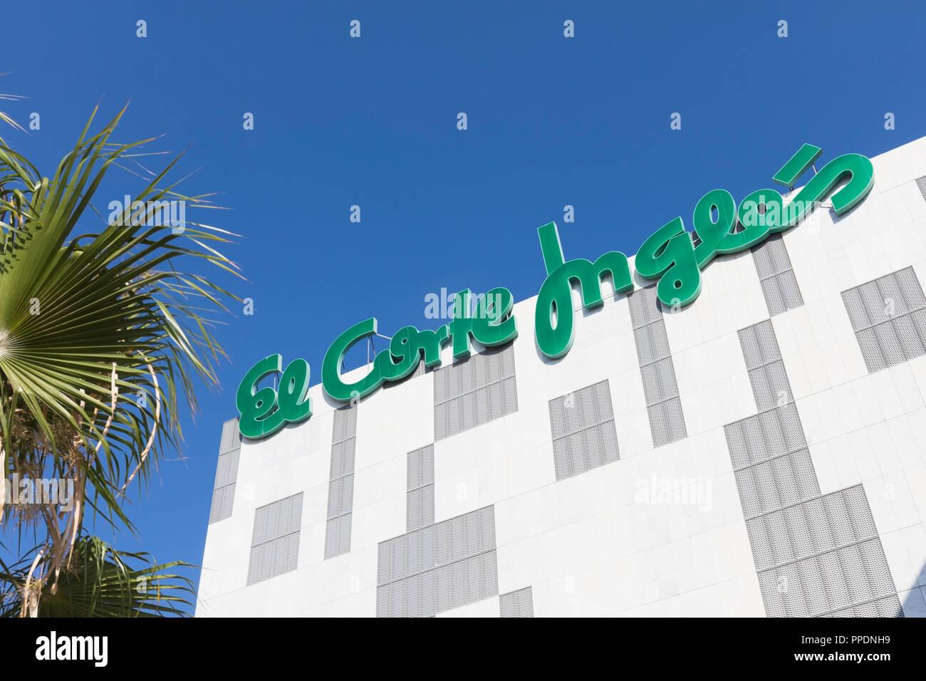 Fuengirola, Costa del Sol, Provinz Malaga, Andalusien, Südspanien. El Corte Ingles. Stockbild