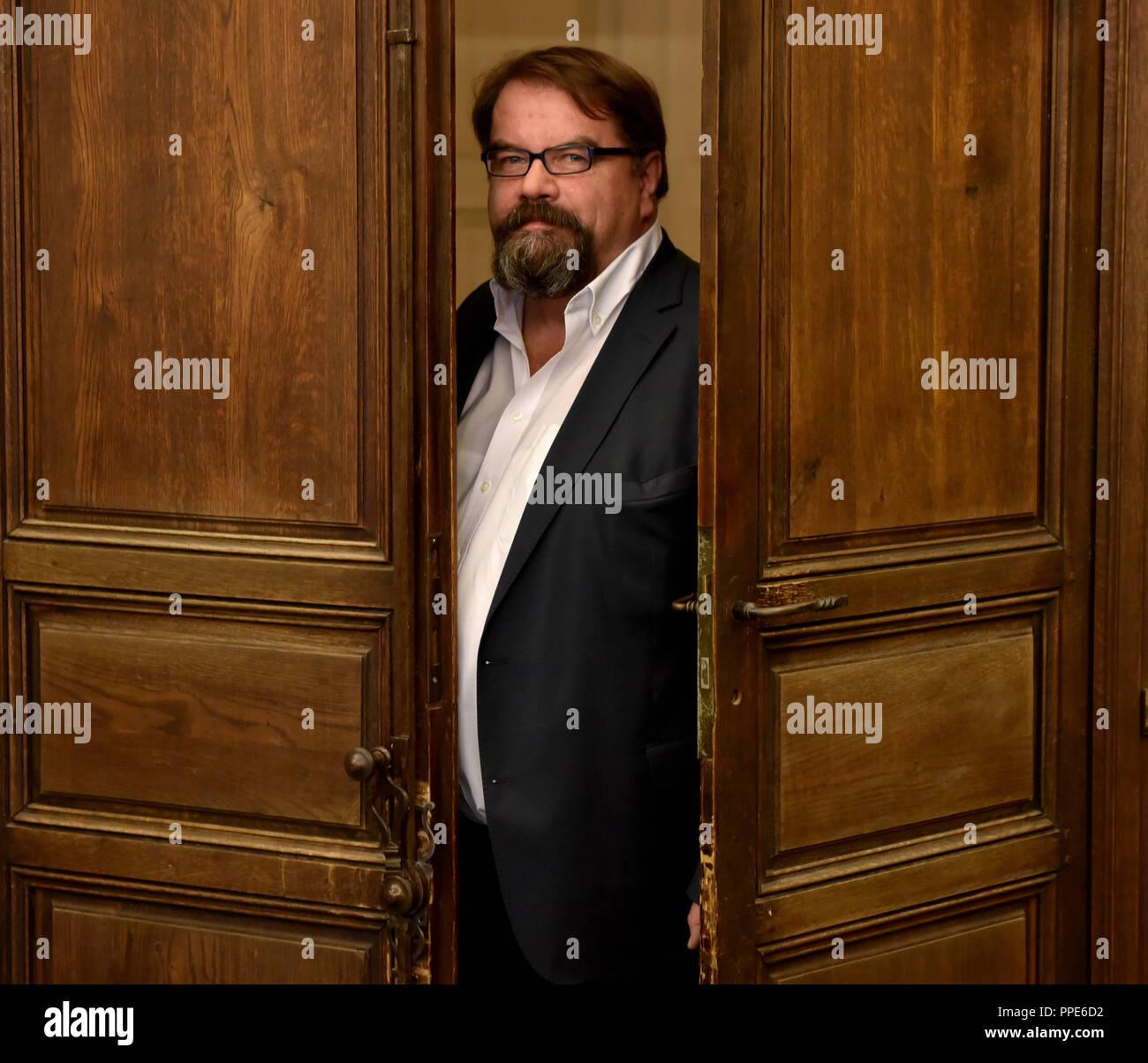 Alfred Holighaus, Präsident des Spitzenorganization der Filmwirtschaft (SPIO) und als solche Veranstalter Der Filmball im Hotel Bayerischer Hof in München. Das Bild zeigt ihn in der Bibliothek des Hotels. Stockbild