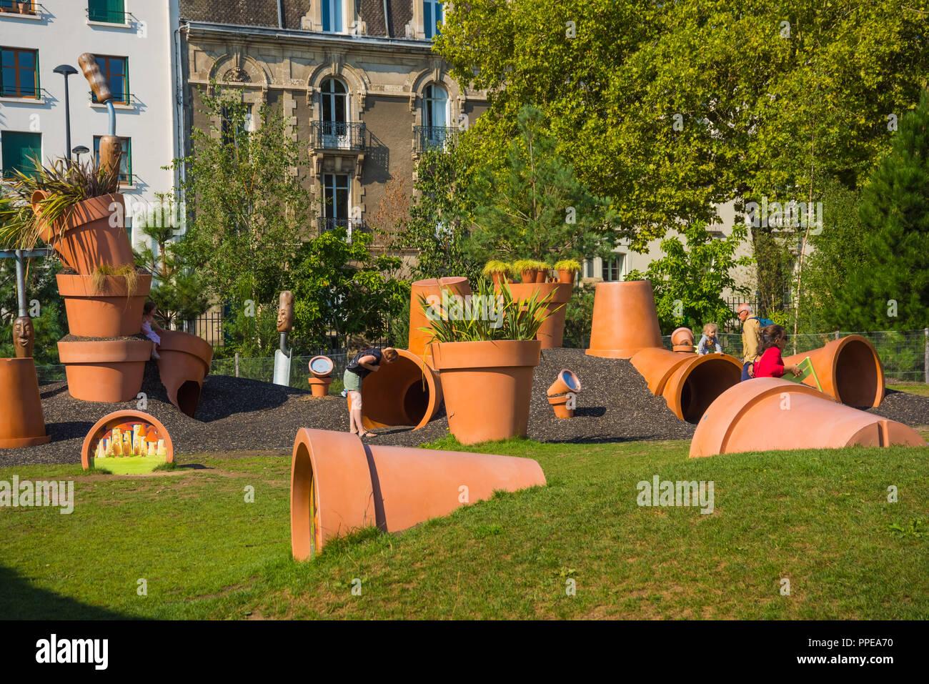 Nantes, Jardin des Plantes, Spielplatz Dépodépo von Claude Ponti ...