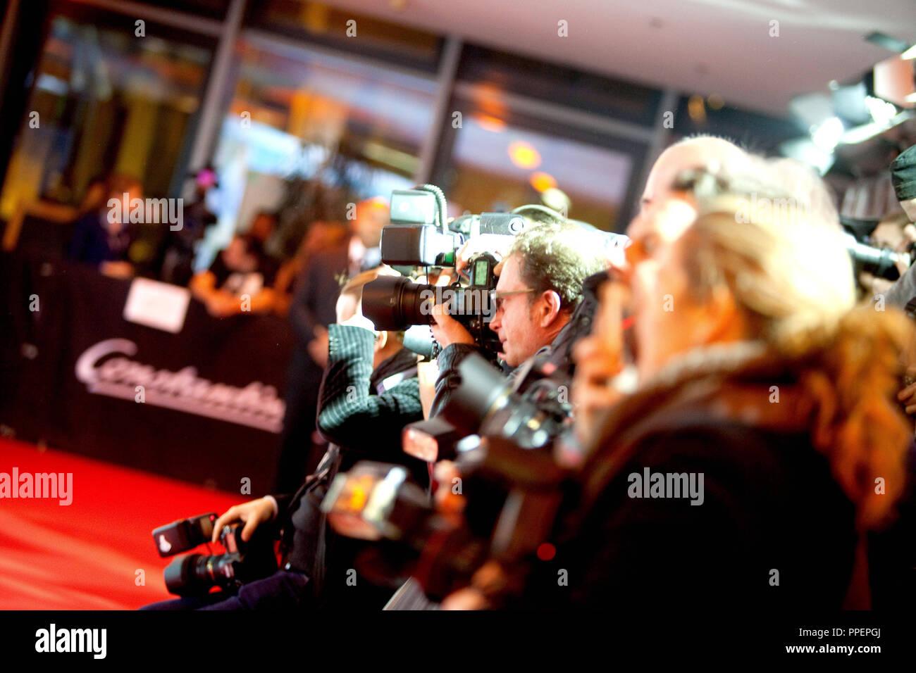 """Fotografen auf dem roten Teppich bei der Premiere des Films """"Alles inklusive"""" in München Mathäserkino, Deutschland Stockbild"""