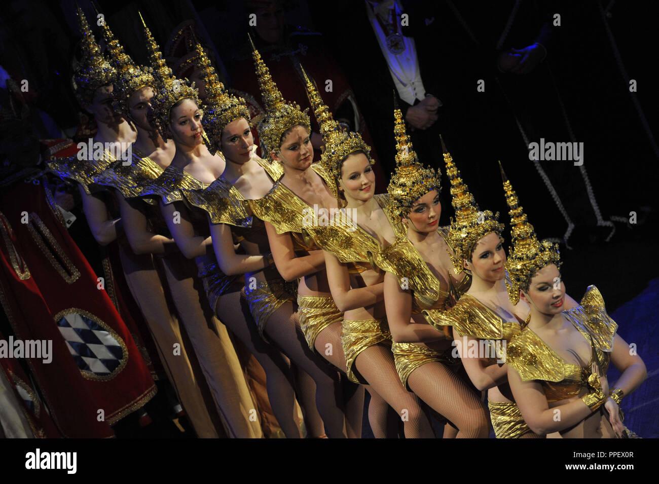 Faschingsgarde (Karneval Guard) während der Narrhalla Soiree 2013 im Ballsaal des Hotels Bayerischer Hof in München. Stockbild