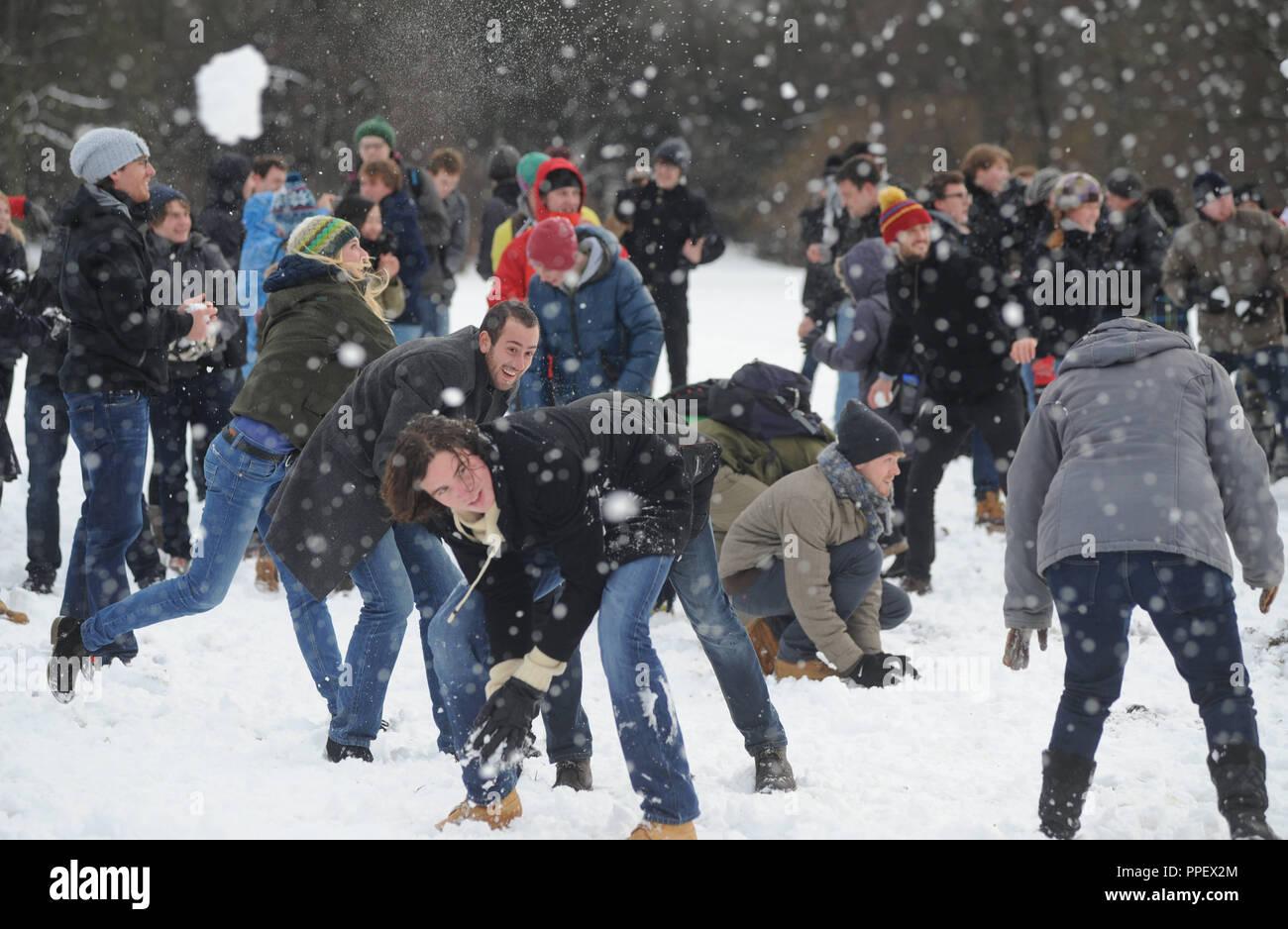 studenten im schnee münchen