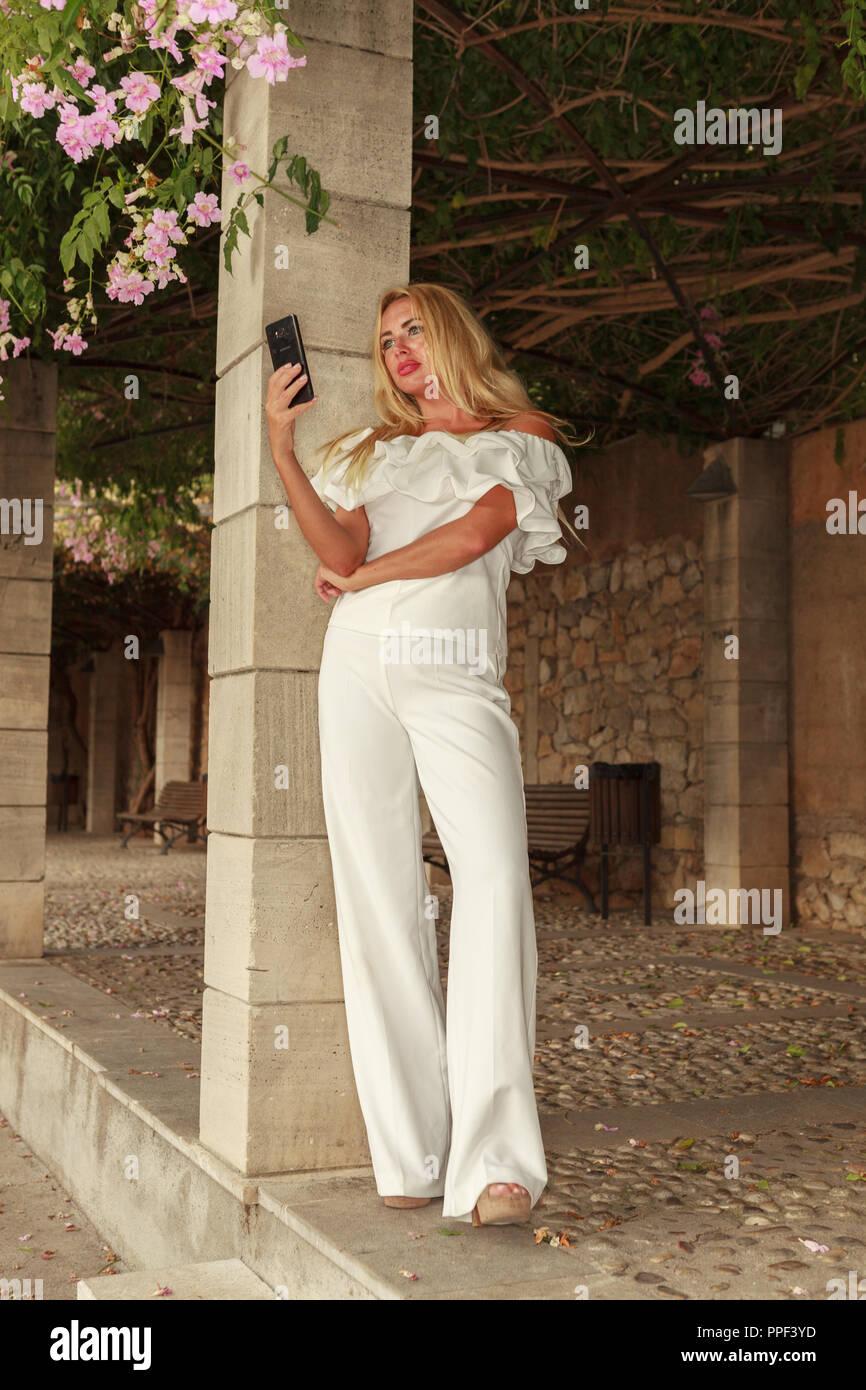 Europa Spanien Mallorca Arta blonde Schönheit mit langem Haar Stockbild