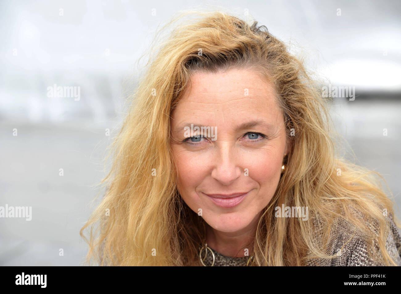 Diana Iljine, Geschäftsführer der Münchner Filmwochen und Direktor des Filmfest München, dargestellt am Stachus Brunnens. Stockbild