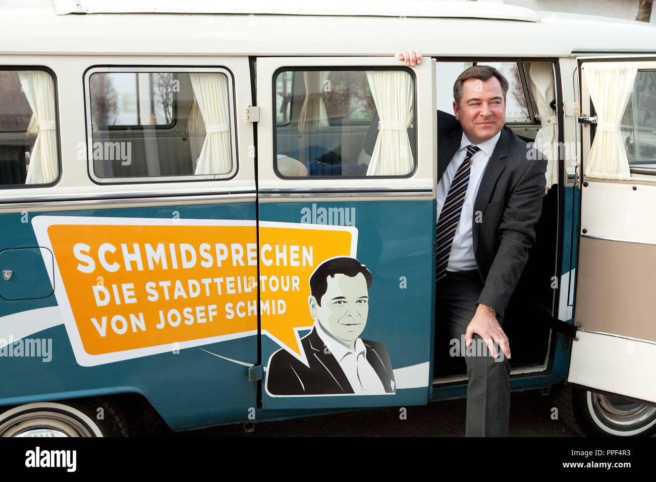 old vw bus stockfotos old vw bus bilder alamy. Black Bedroom Furniture Sets. Home Design Ideas